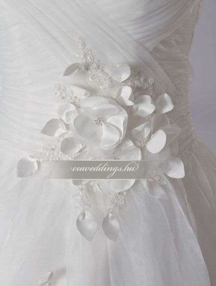 3590a7abea Menyasszonyi ruha A vonalú pántos-AVP-438