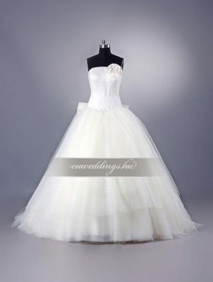 Esküvői ruha báli fazonú ujjatlan-BFU-4848