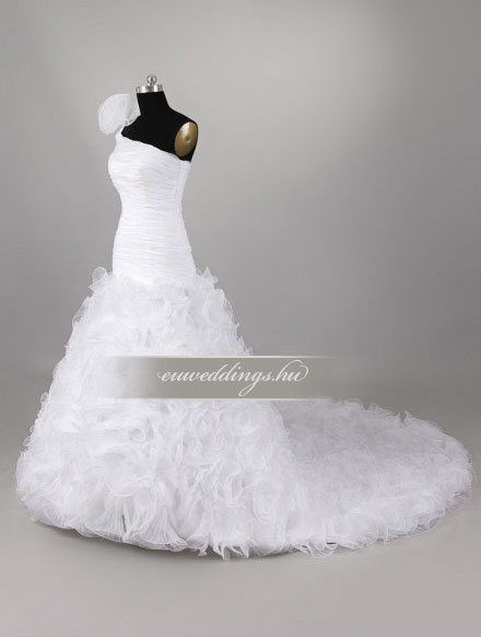 Menyasszonyi ruha csípőtől bővülő pántos-CBP-6605