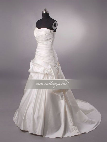 Esküvői ruha csípőtől bővülő ujjatlan-CBU-7294