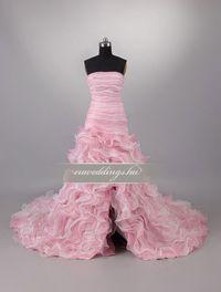 Aszimmetrikus, színes és mintás esküvői ruhák