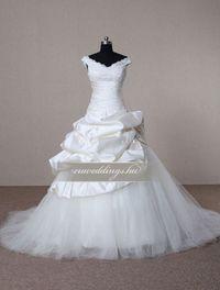 Báli fazonú, pántos esküvői ruha